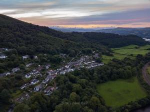 Park-Ln-Taffs-Well-Wales-4
